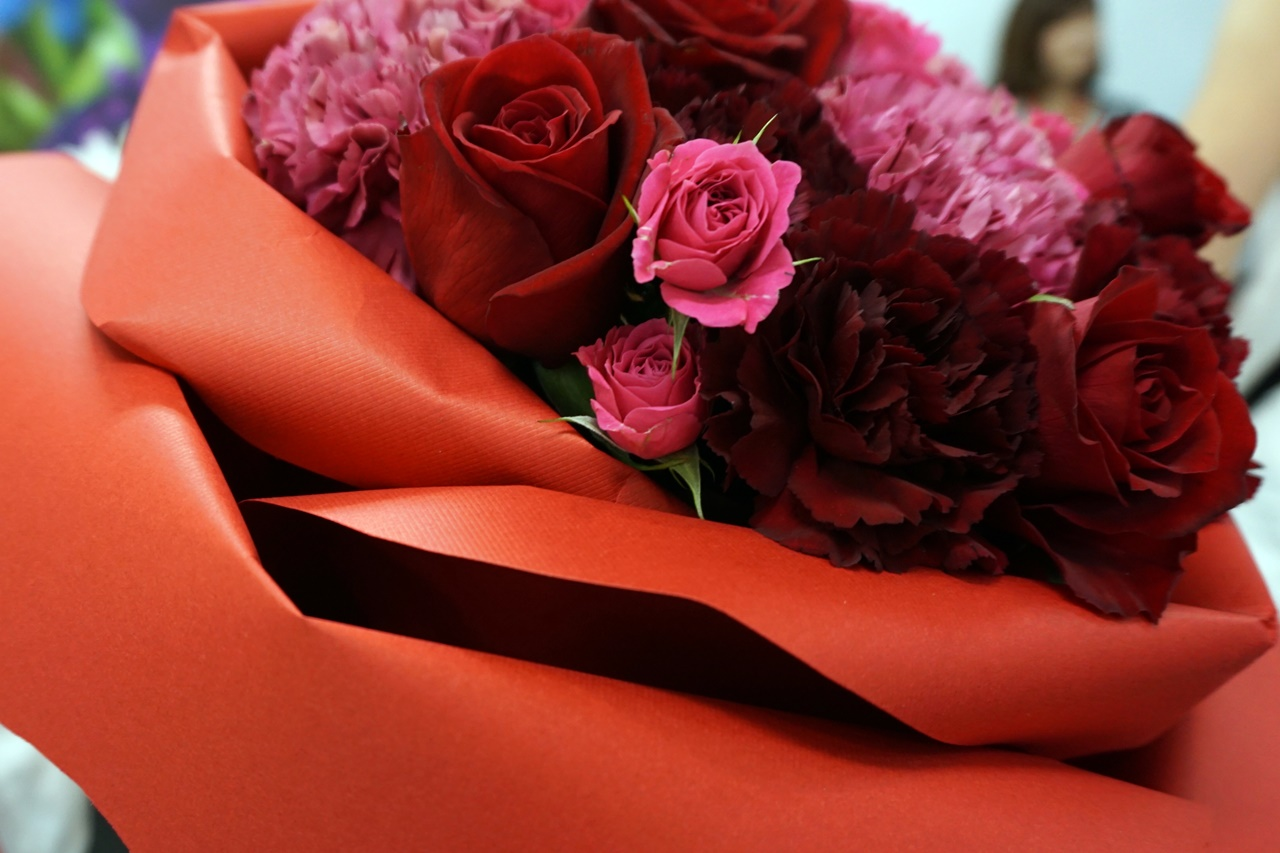 ■【日比谷花壇】バラの形の花束ペタロ・ローザ「シャイニングレッド」