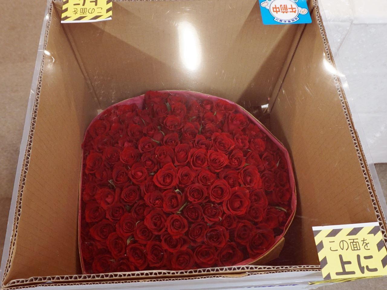 【日比谷花壇】100本のバラのパッケージ