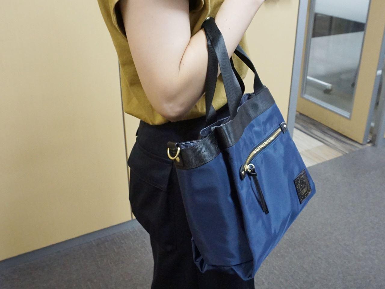 キキ&ララの2WAYトートバッグは手提げバッグになる