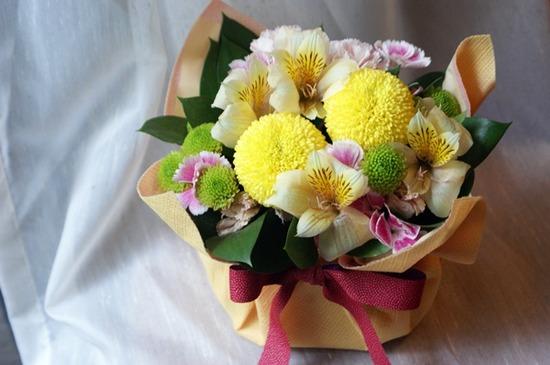 【日比谷花壇】銘菓「萩の月」とアレンジメントのセットのアレンジメント