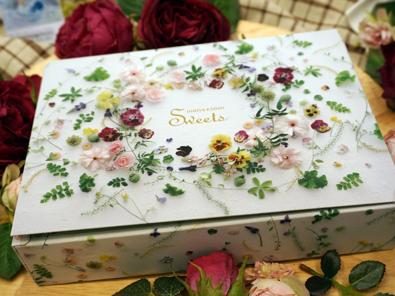 【日比谷花壇】ヒビヤカダンスイーツ「花咲くローズエクレア」の箱