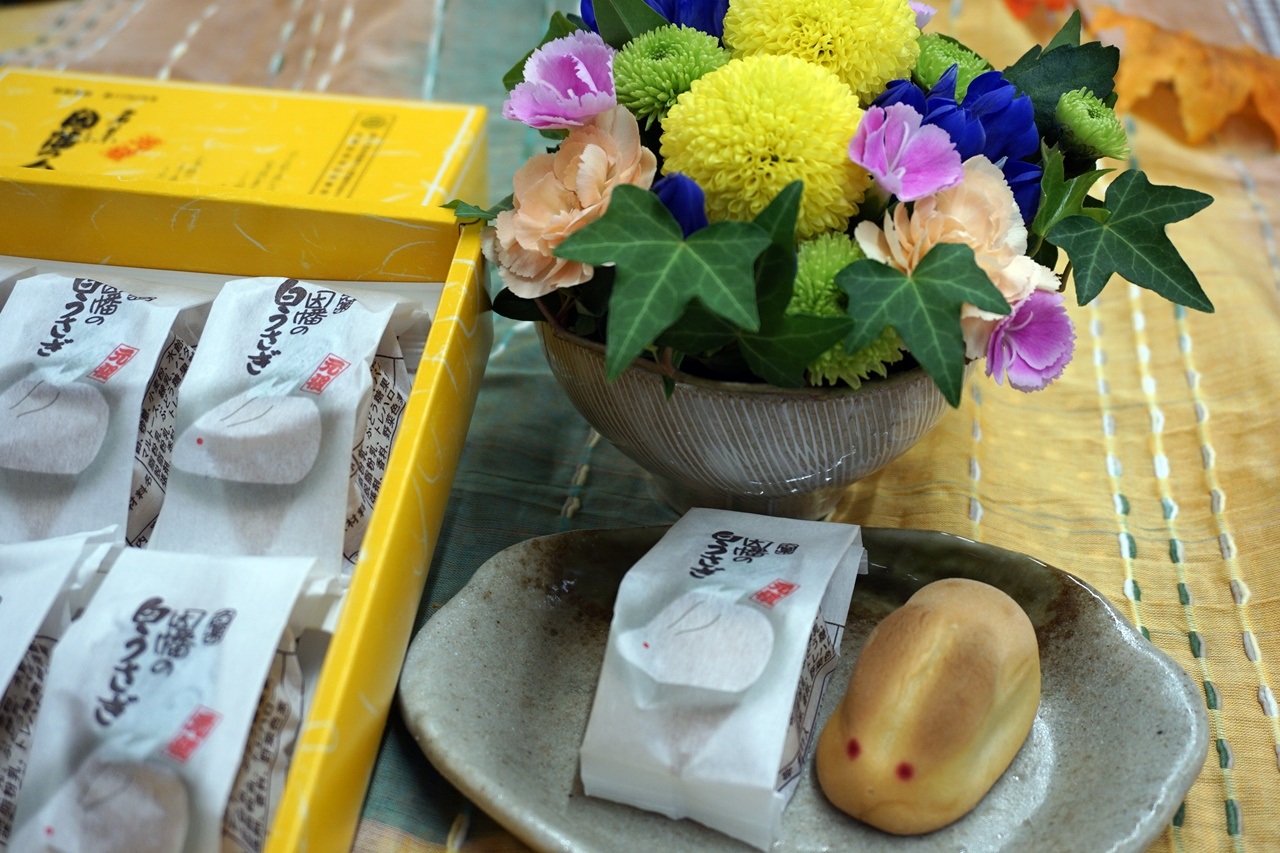 【日比谷花壇】敬老の日・お月見セット「因幡の白うさぎとアレンジメントのセット」