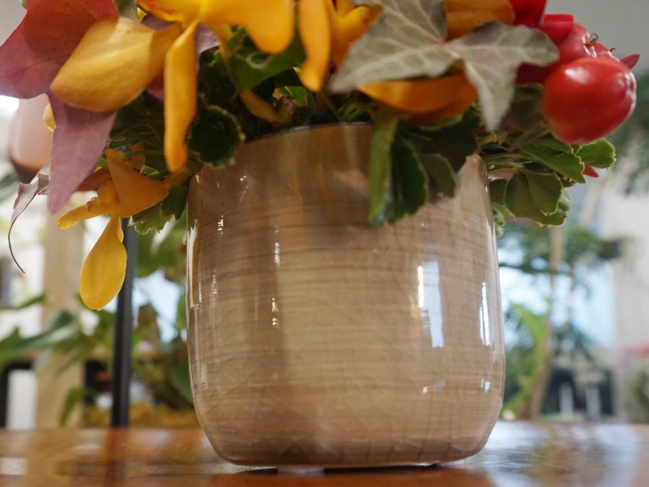 敬老の日 とらや「小形羊羹5本入」とアレンジメントのセットの花瓶