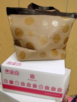 ギフト専門サイト「KURIMO」のダンボール箱とギフトバッグ