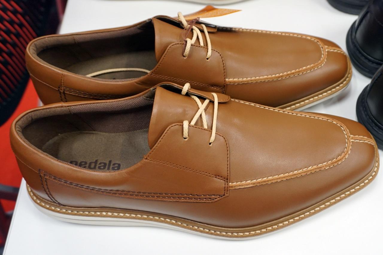アシックス PEDALA 男性用靴