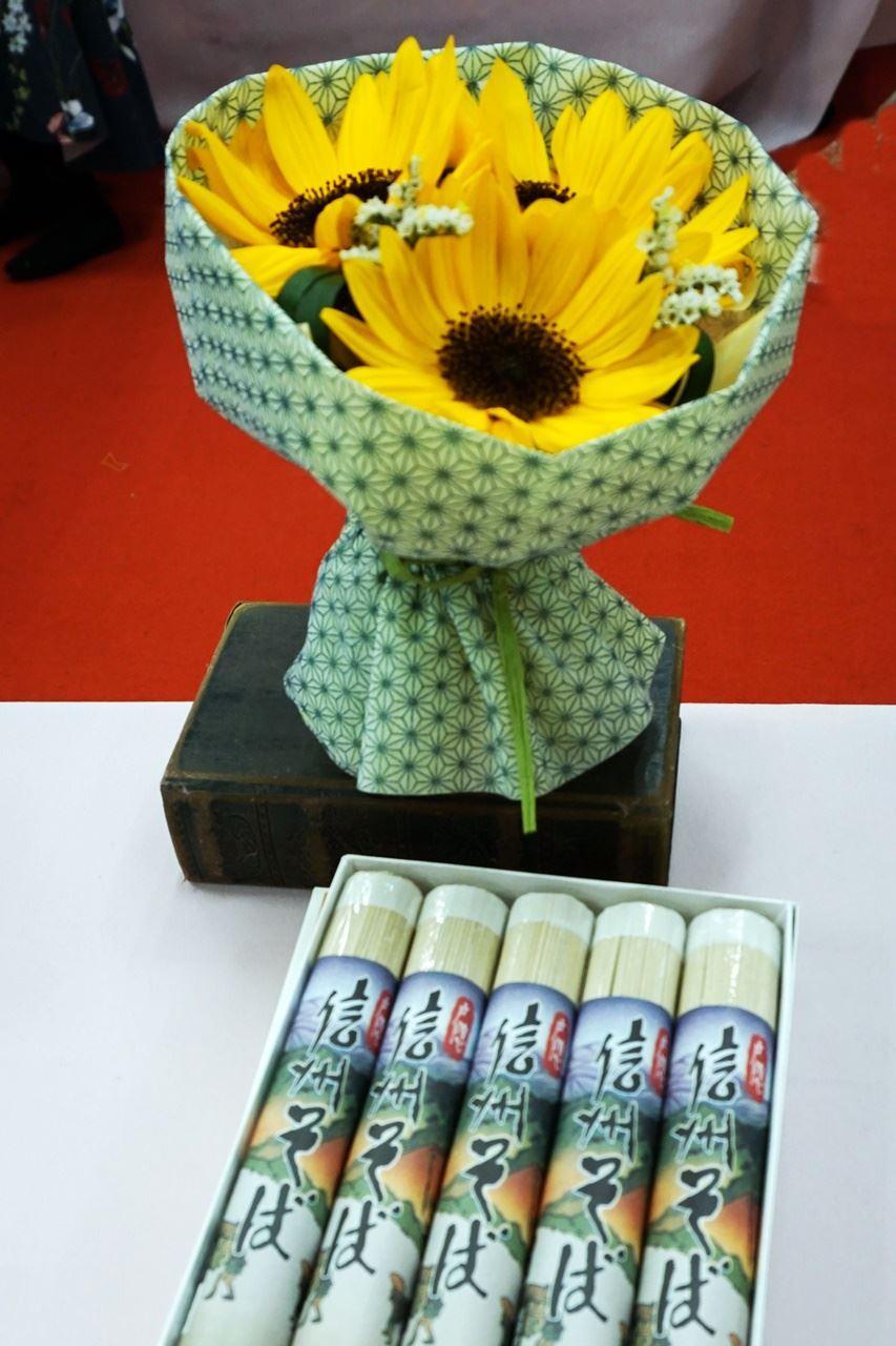 【日比谷花壇】父の日 「戸隠信州そば詰合せ」とそのまま飾れるブーケのセット
