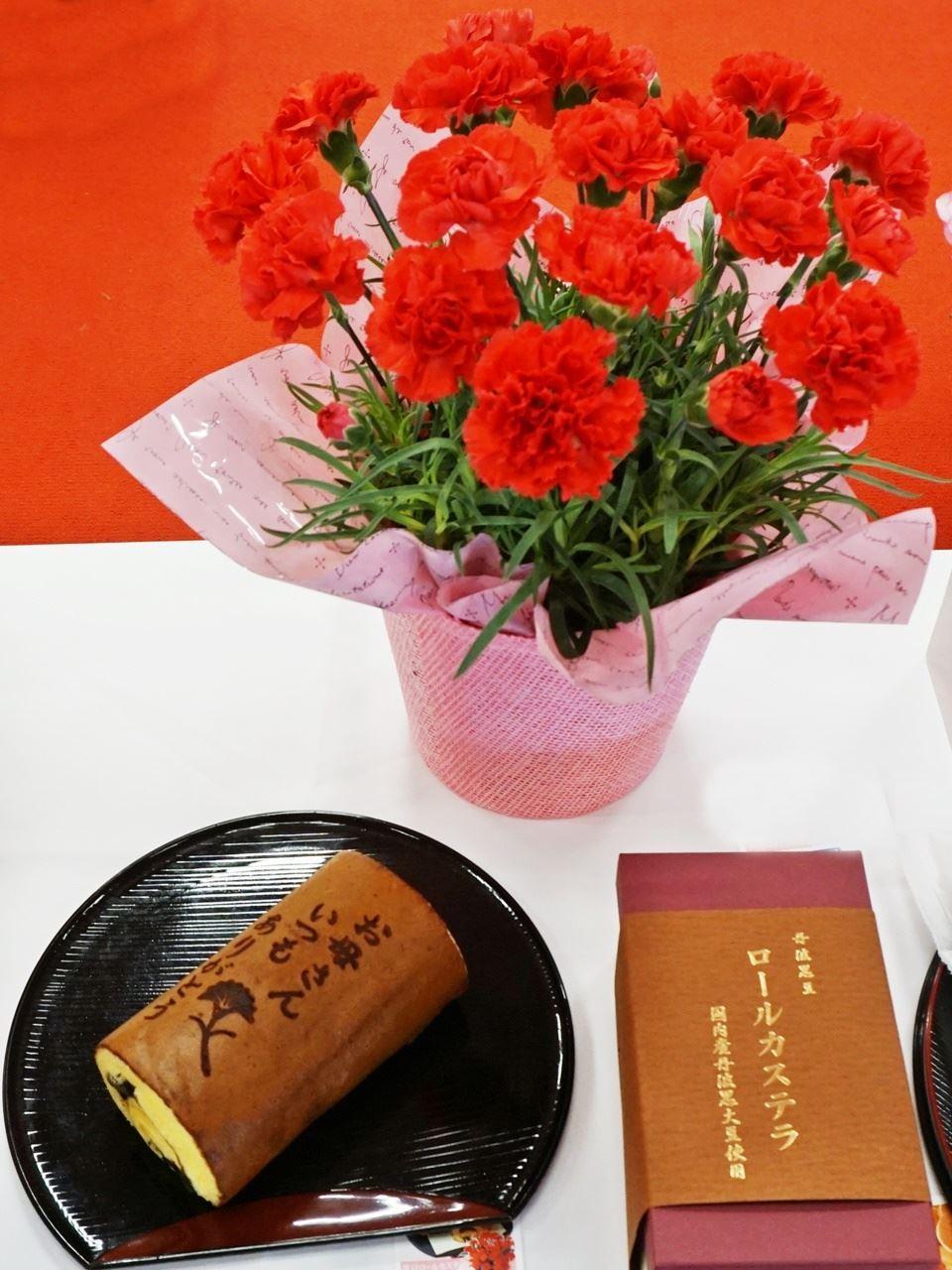 【e87】母の日 鉢植えセット「京・伏見 三源庵 黒豆ロールカステラ」
