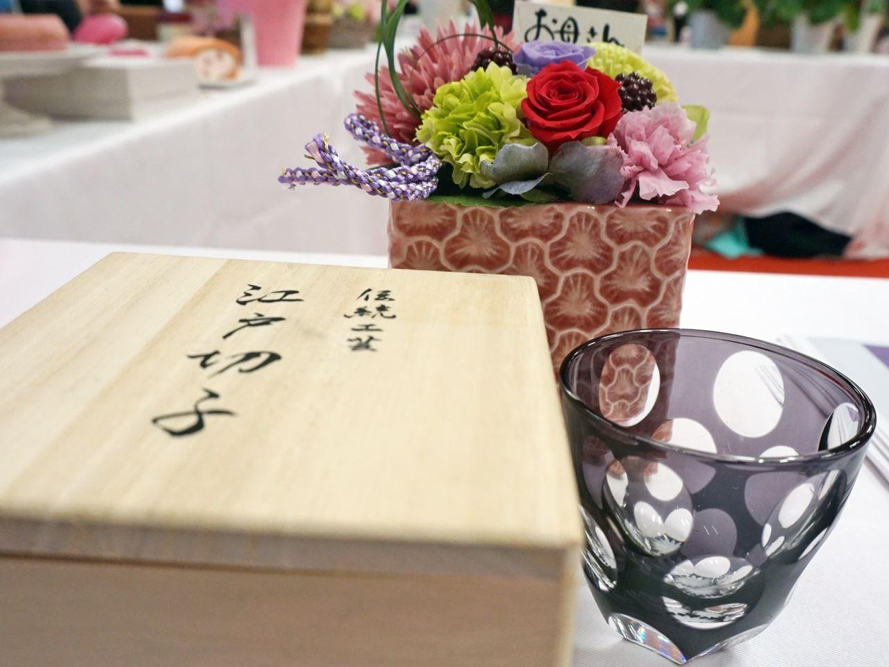 母の日 プリザーブドセット「東京手仕事 山田硝子 江戸切子 ぐいのみ水玉万華鏡」