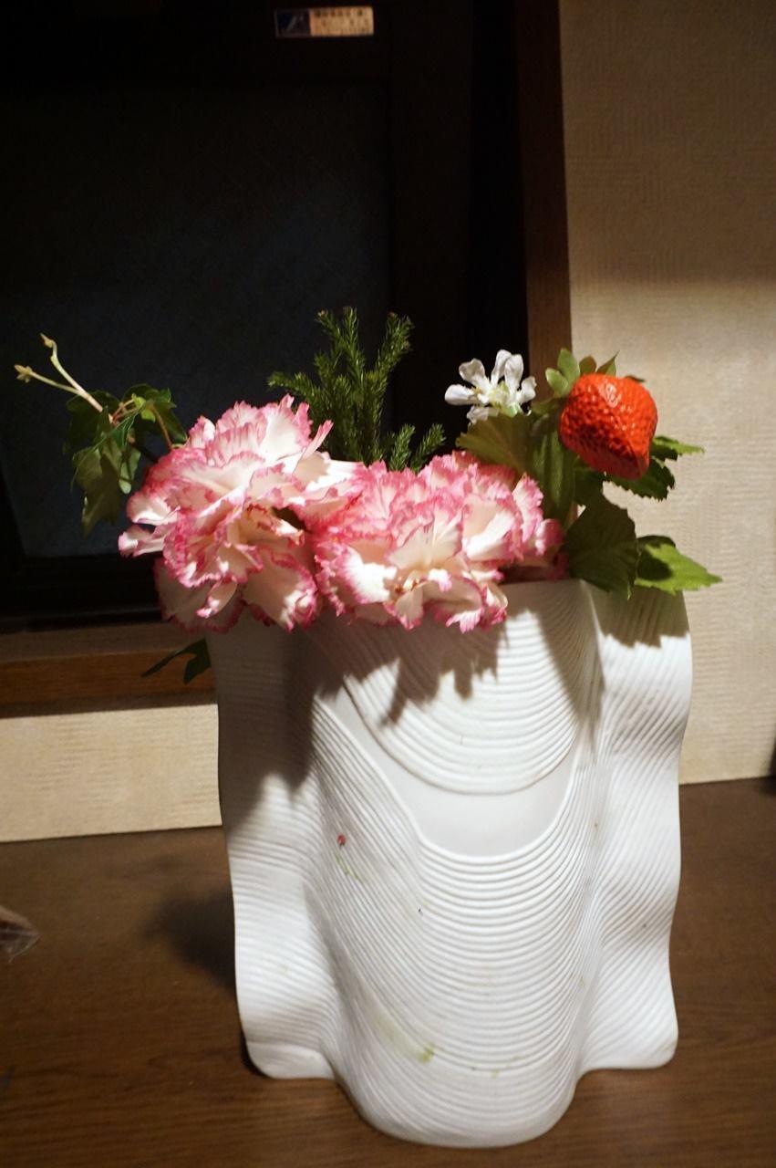 【日比谷花壇】母の日 そのまま飾れるブーケ「ストロベリーピンク」をばらして花瓶に飾りました