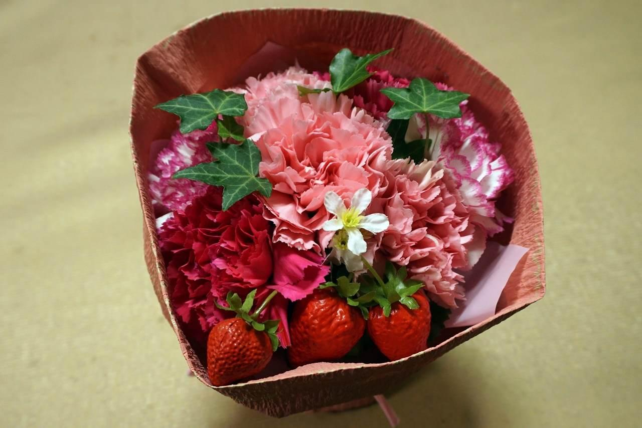 【日比谷花壇】母の日 そのまま飾れるブーケ「ストロベリーピンク」届いて5日目の4月8日