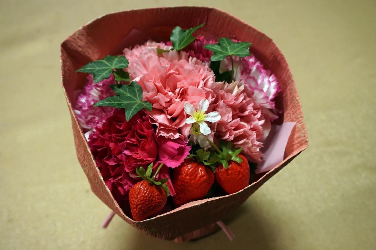 【日比谷花壇】母の日 そのまま飾れるブーケ「ストロベリーピンク」届いて6日目の4月9日