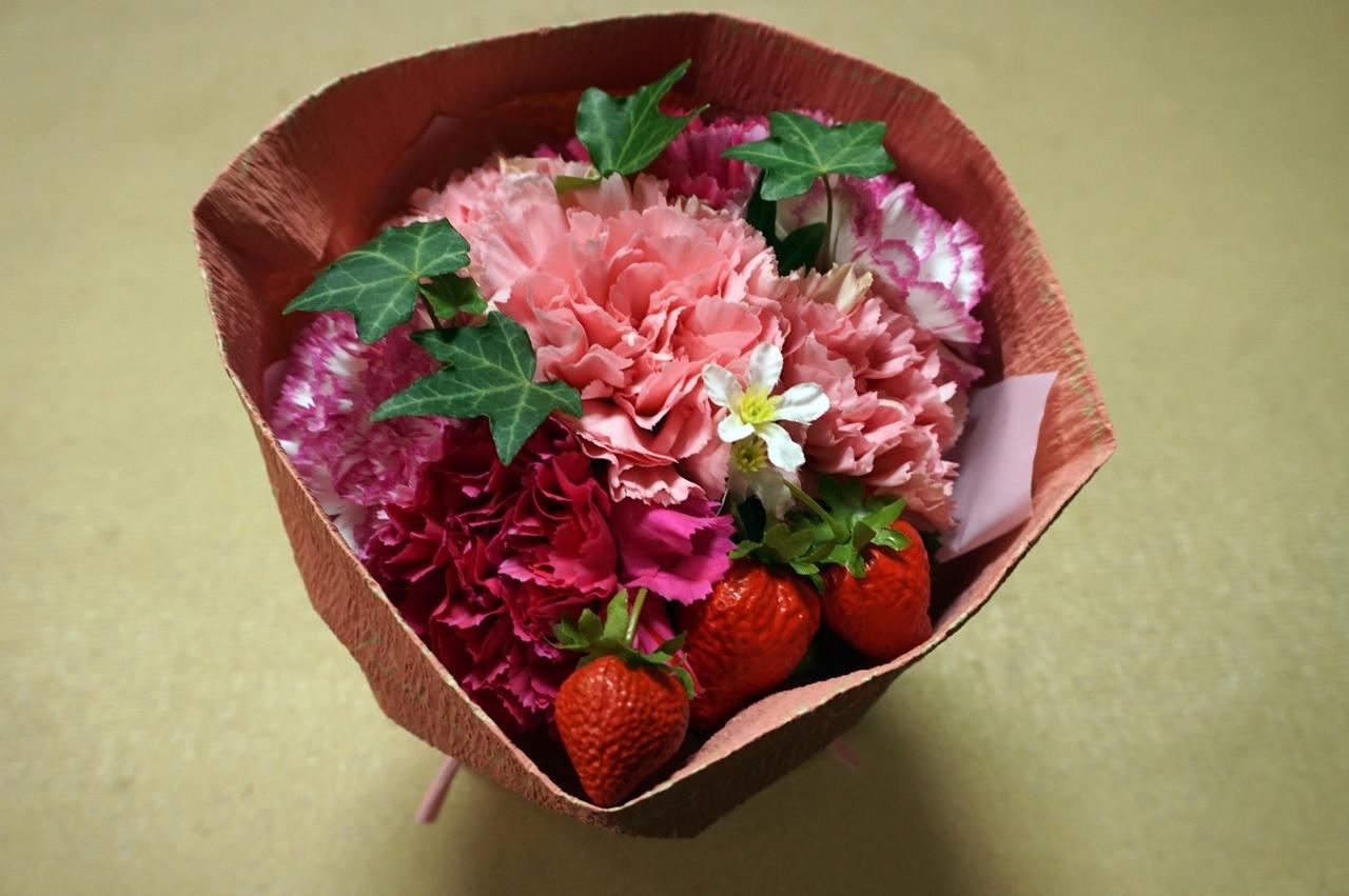【日比谷花壇】母の日 そのまま飾れるブーケ「ストロベリーピンク」届いて8日目の4月11日