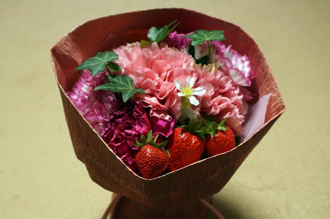 【日比谷花壇】母の日 そのまま飾れるブーケ「ストロベリーピンク」届いて10日目の4月13日