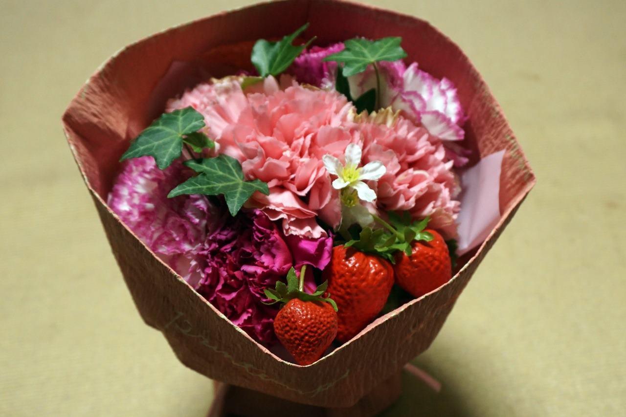 【日比谷花壇】母の日 そのまま飾れるブーケ「ストロベリーピンク」届いて11日目の4月14日