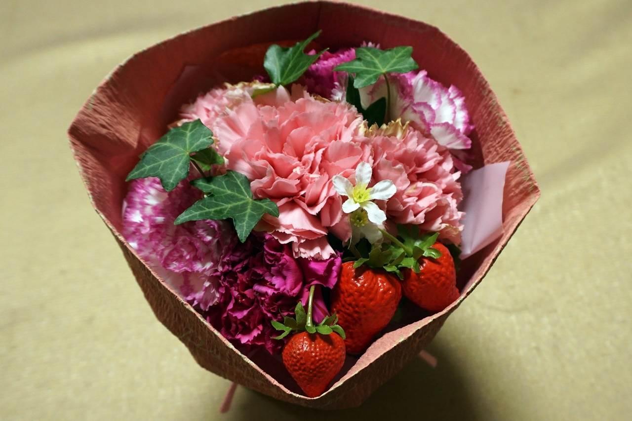 【日比谷花壇】母の日 そのまま飾れるブーケ「ストロベリーピンク」届いて12日目の4月15日