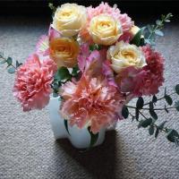 お母さん憧れのリバティ―プリントの実用品に花を添えて
